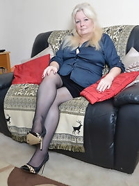 Chubby British mature lady getting wet and wild